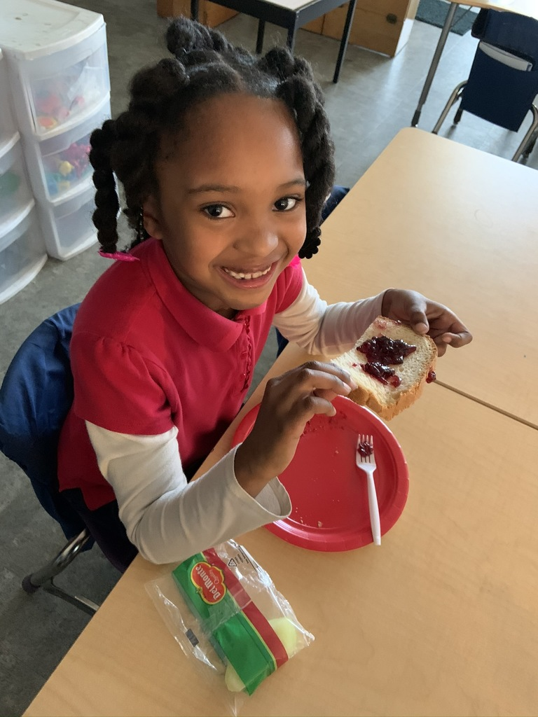 Kindergarten enjoying fresh bread